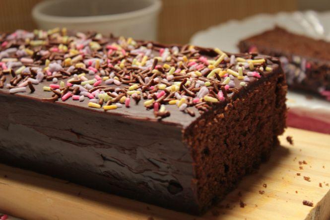bolo-de-chocolate-com-cobertura-de-ganache-02
