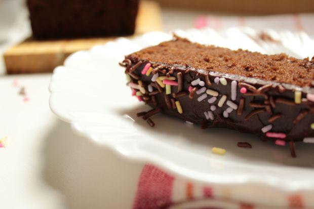 bolo-de-chocolate-com-cobertura-de-ganache-04